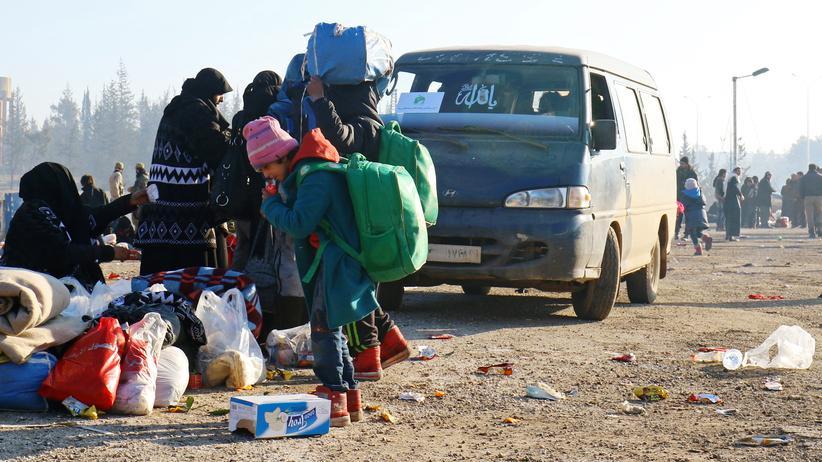 Syrien: Menschen aus Ost-Aleppo werden in Sicherheit gebracht.