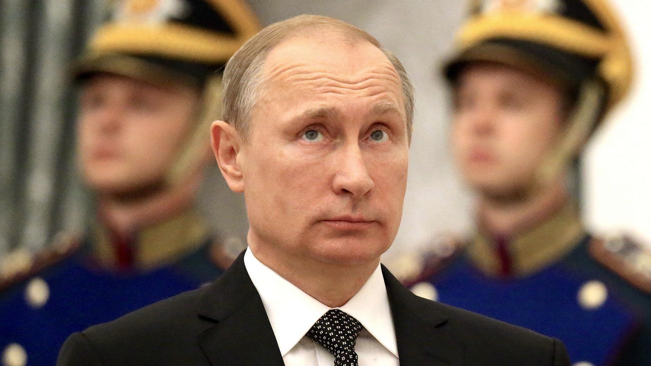 Wladimir Putin muss der mächtigste Mann der Welt sein. Wie sonst sollte er  in der Lage sein, in Syrien brutale Fakten zu schaffen, in Amerika den ...