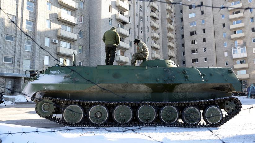 Ostukraine: In der ostukrainischen Stadt Awdijiwka wurden mehrere Menschen bei Gefechten zwischen ukrainischer Armee und Separatisten getötet.