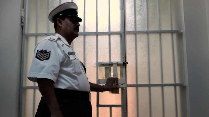 Menschenrechte: Ein Polizist in einem Gefängnis in Manama, der Hauptstadt von Bahrain