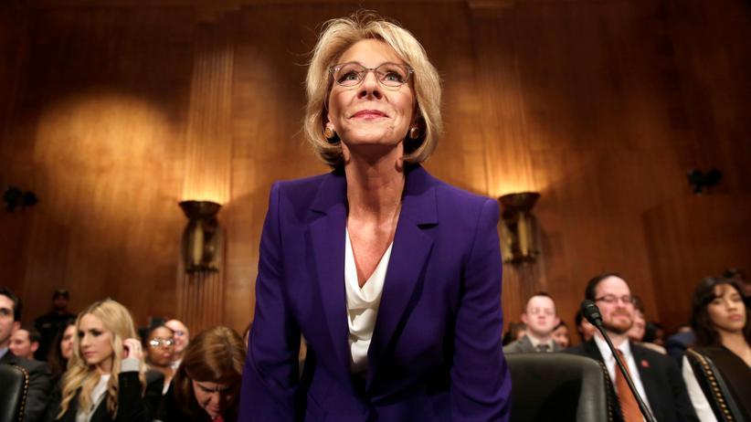 Betsy DeVos: Die designierte Bildungsministerin Betsy DeVos bei ihrer Senatsanhörung