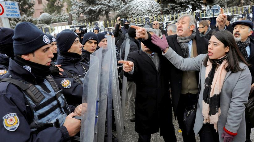 Demokratie: Türkische Abrissarbeiten
