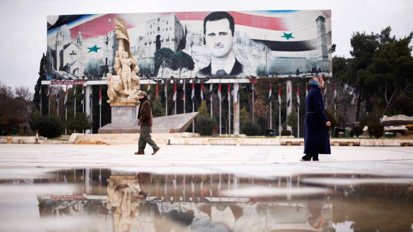 Mittlerer Osten: Eine Plakatwand in einem vom Regime kontrollierten Teil Aleppos zeigt den syrischen Machthaber Baschar al-Assad.