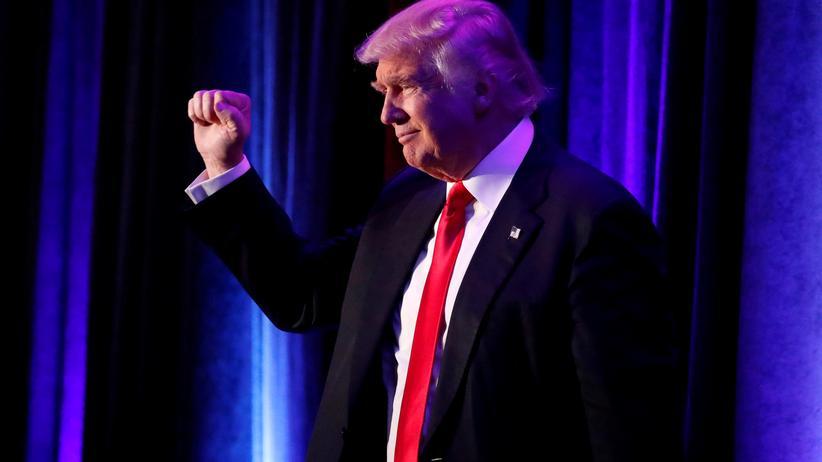 Der künftige US-Präsident Donald Trump und sein Team geraten wegen Intransparenz in die Kritik.
