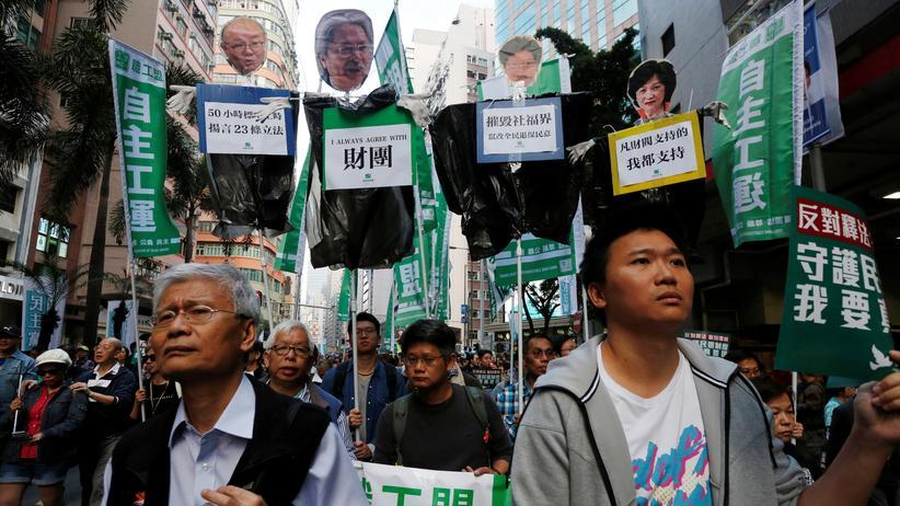 Hongkong: Tausende demonstrieren für China-kritische Abgeordnete