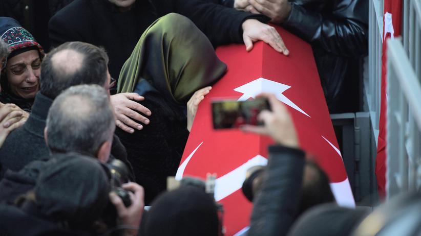 Anschlag in Istanbul: Türkische Polizei fahndet mit Foto des Tatverdächtigen