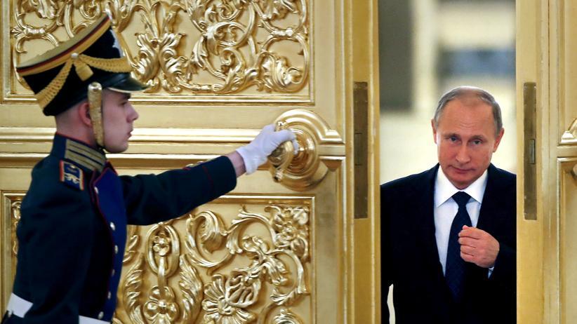 """Donald Trump: """"Er ist sehr clever"""", sagt Trump über Putin, der hier einen Saal im Kreml betritt."""