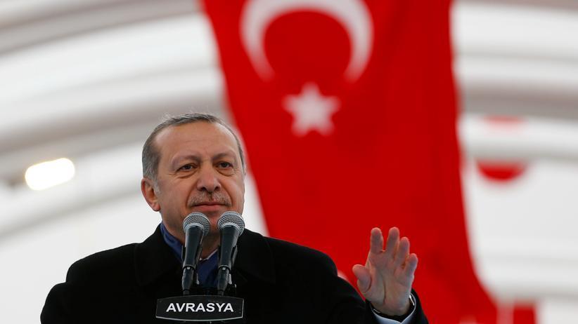 Recep Tayyip Erdoğan baut den Staat weiter um.