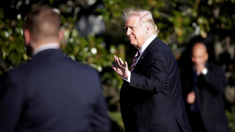 USA: Gefahr für die Zukunft der Demokratie? US-Präsident Donald Trump winkt ab.