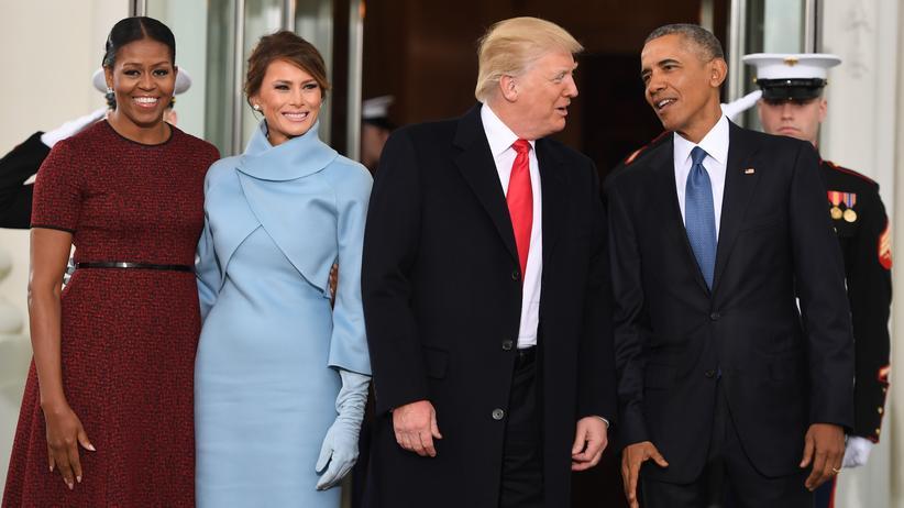 Wahlsystem in den USA: Barack Obama und seine Frau Michelle heißen Donald Trump und seine Frau Melania am Tag der Vereidigung im Weißen Haus willkommen.