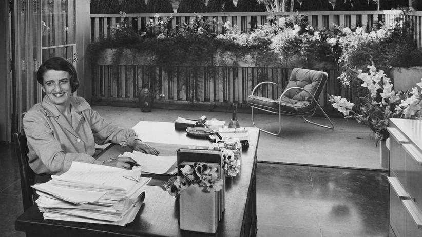 Ayn Rand: Ayn Rand an ihrem Schreibtisch im San Fernando Valley