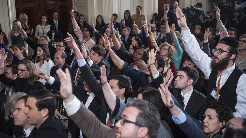 Unliebsame Medienvertreter einfach von der Pressekonferenz ausschließen? Im Weißen Haus durchaus möglich, denn hier hat die Regierung das Hausrecht.