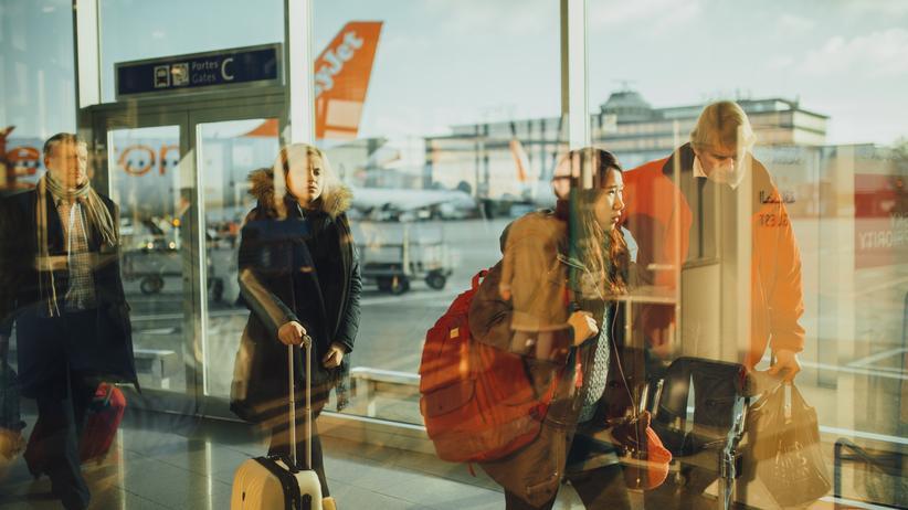 """Einreisebestimmungen: """"Wenn jemand in unser Land möchte, wollen wir ihn zum Beispiel fragen: Was für Websites besuchen Sie?"""", sagte US-Heimatschutzminister John Kelly."""
