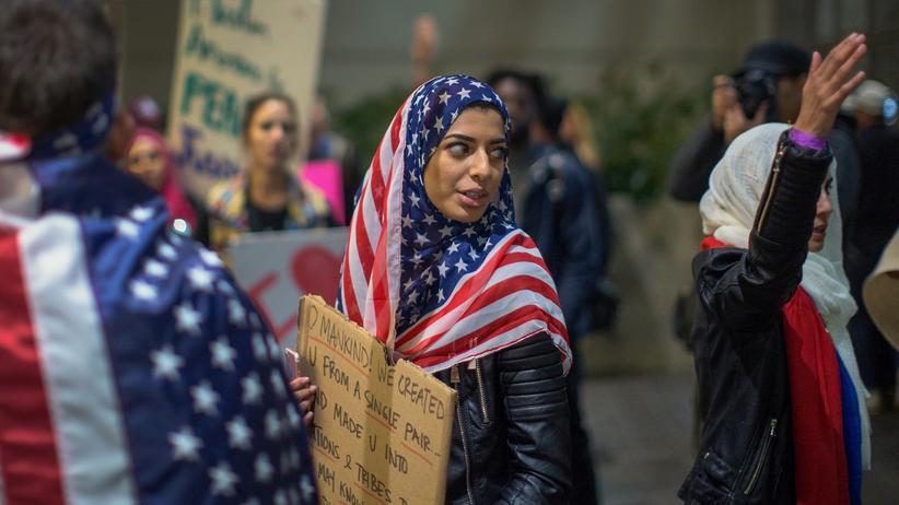 """Einreiseverbot: Wichtige US-Unternehmen kritisieren Donald Trumps Einreiseverbot. Sie bezeichneten es als """"unamerikanisch""""."""