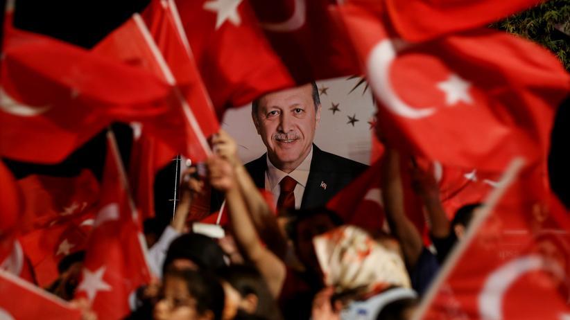 Referendum in der Türkei: Anhänger der AKP demonstrieren für Präsident Erdoğan.