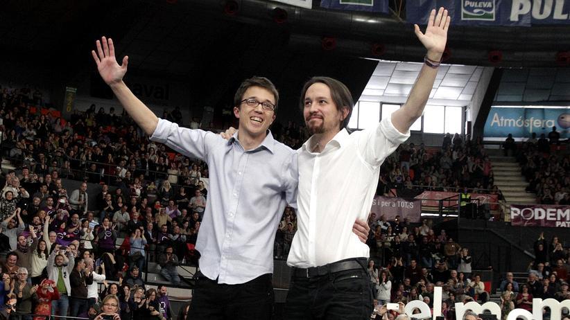 Podemos-Chef Pablo Iglesias und seine Nummer 2, Íñigo Errejón, bei einem Auftritt in Valencia im Jahr 2015