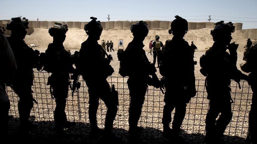 James Mattis: Bisher bildeten die USA lokale Gruppen dazu aus, die IS-Miliz in Syrien und im Irak zu bekämpfen – wie hier das irakische Militär auf einem US-Stützpunkt bei Bagdad.