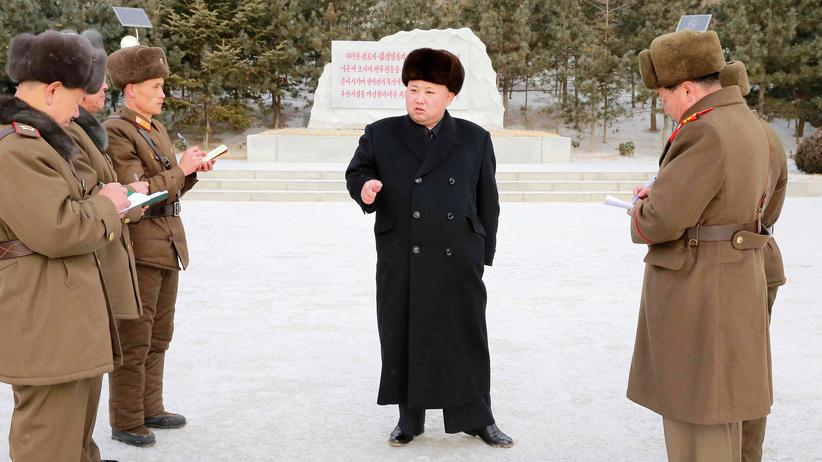 Kim Jong Un inspiziert eine Militäreinheit.