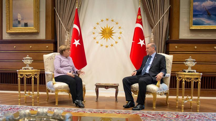 Angela Merkel: Merkel mahnt bei Erdoğan Meinungsfreiheit an
