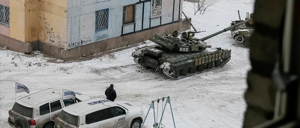 Autos der OSZE in der ostukrainischen Stadt Avdiyivka