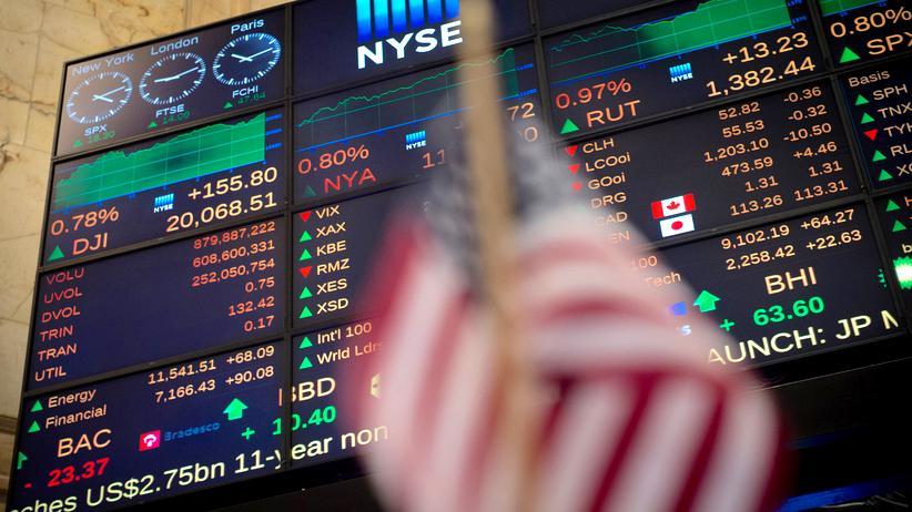 Finanzpolitik: Trump ordnet Lockerung der Finanzmarktregeln an