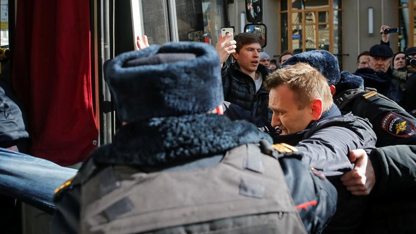 Alexej Nawalny: Russischer Oppositionspolitiker festgenommen
