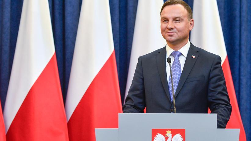 Polen: Der polnische Präsident Andrzej Duda hat ein umstrittenes Gesetz zum Versammlungsrecht unterzeichnet.