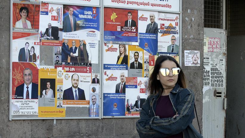 Armenien: Wahlplakate in der armenischen Hauptstadt Jerewan