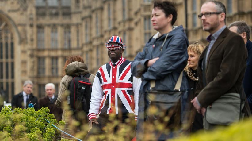 EU-Austritt: Ein Mann trägt ein patriotisches Sakko. London, 29. März 2017
