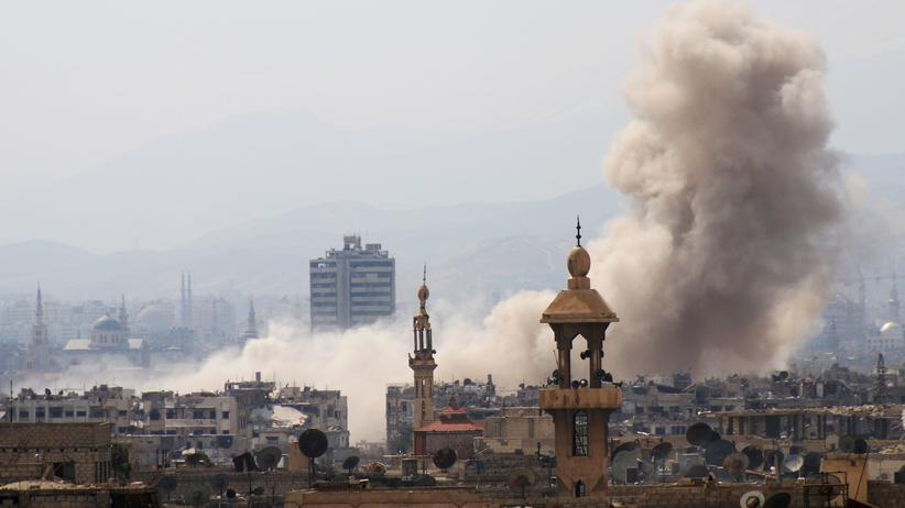 Syrien: Rauch steigt über dem Bezirk Dschabar im Osten der syrischen Hauptstadt Damaskus auf.