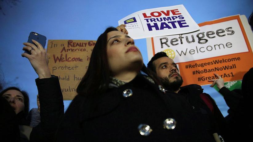 Donald Trump: Aktivisten protestierten vor dem Weißen Haus gegen Trumps neues Einreiseverbot.