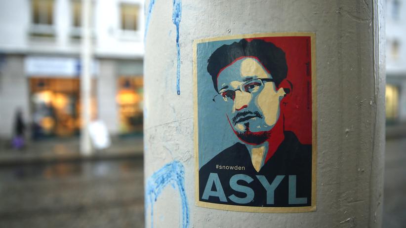 Bundesgerichtshof: Nur auf Aufklebern in Deutschland anzutreffen: Edward Snowden.