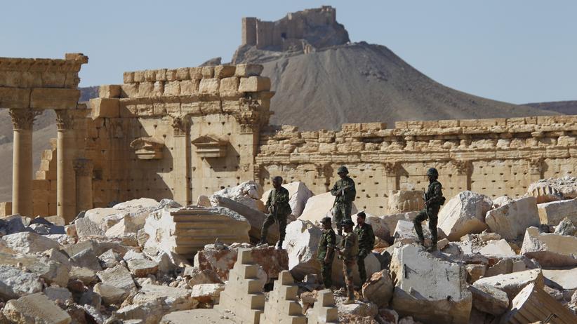 """""""Islamischer Staat"""": Syrische Soldaten in der Wüstenstadt Palmyra (Archiv 2016)"""