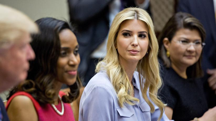 Ivanka Trump nimmt an einer Sitzung mit ihrem Vater, US-Präsident Donald Trump, teil.