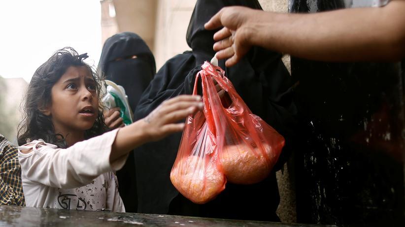 Jemen: Eine Essensausgabe in der jemenitischen Hauptstadt Sanaa