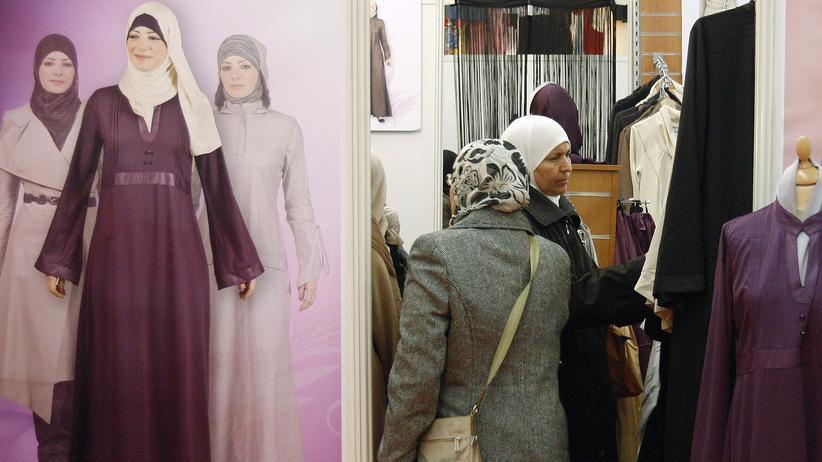 EuGH-Urteil: Muslimische Frauen bei einer Messe in Frankreich