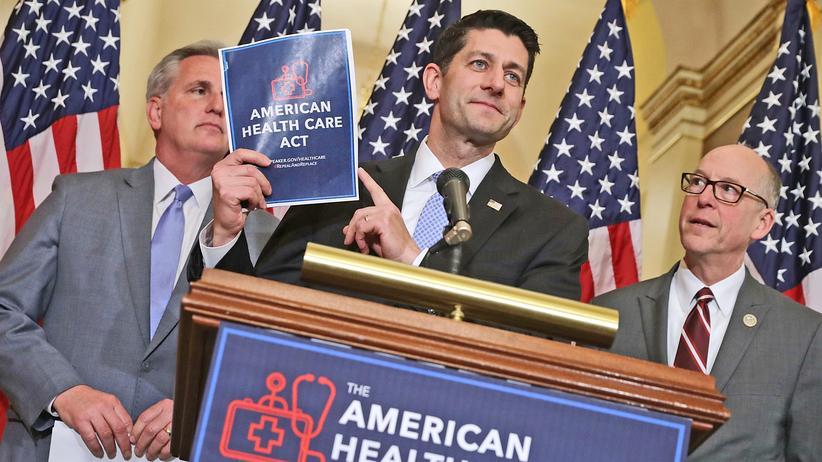 Obamacare: Paul Ryan (M.), republikanischer Sprecher des Repräsentantenhauses, stellt mit Parteikollegen den Gesetzentwurf für die Gesundheitsreform vor.