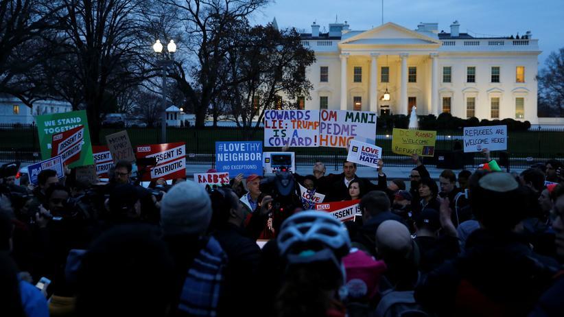 Proteste gegen das Einreiseverbot vor dem Weißen Haus