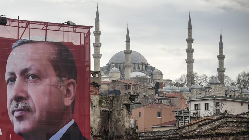 Europäische Union: Ein Poster des türkischen Präsidenten Recep Tayyip Erdoğan in Istanbul