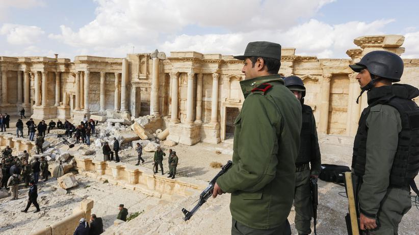 Syrien: Syrische Soldaten in Palmyra. Die syrische Armee hatte dorthin eine Journalisten-Reise organisiert.
