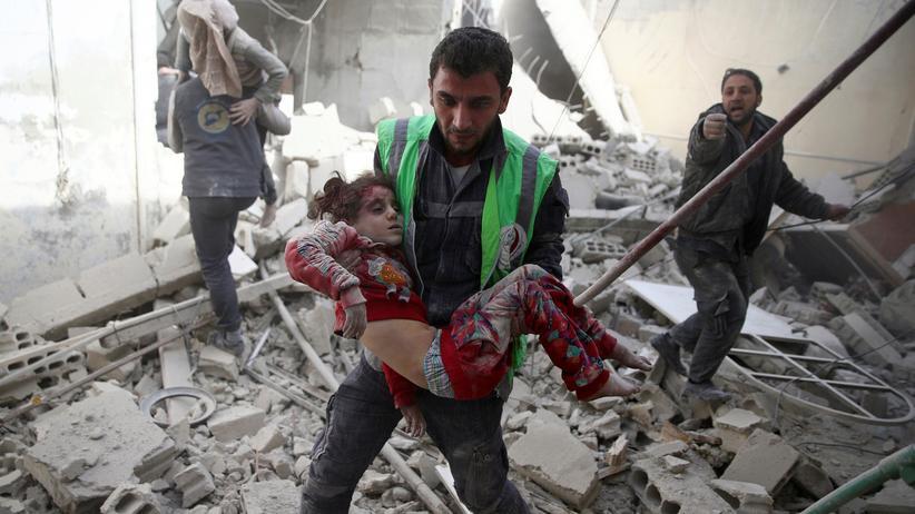 Syrien: Ein Mädchen nach einem Luftangriff auf Damaskus (Archivbild).