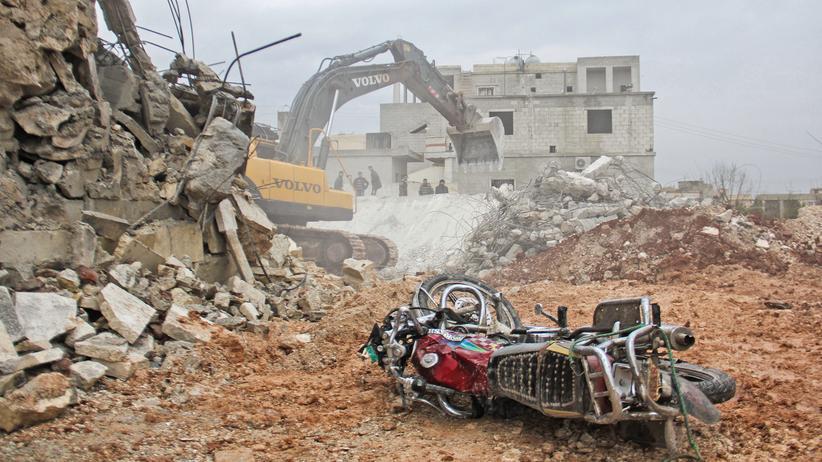 US-Armee: Ein zerstörtes Motorrad nach einem Luftschlag in Al Jineh, nahe der syrischen Stadt Aleppo