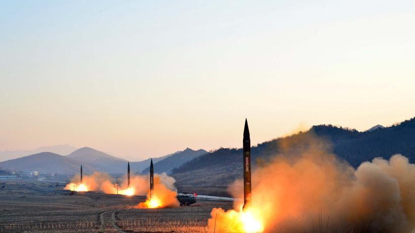 Raketentests: Eine nordkoreanische Rakete wird gestartet