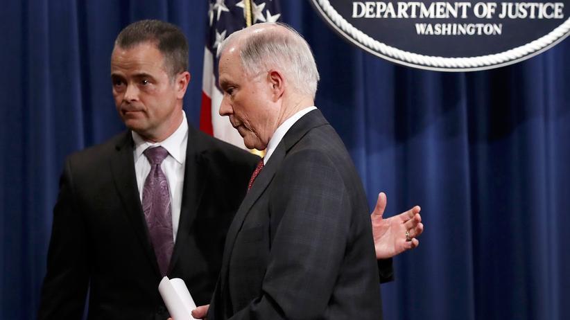 US-Justizminister: US-Justizminister Jeff Sessions nach der Pressekonferenz am 2. März 2017, in der er ankündigte, sich aus allen Russland-Ermittlungen zurückzuziehen.