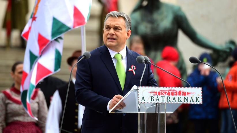 Ungarn: Der ungarische Ministerpräsident Viktor Orban während seiner Rede vor dem Nationalmuseum in Budapest