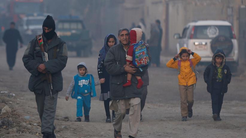 Afghanistan-Konferenz: Eine afghanische Familien nach einem Anschlag der Taliban in Kabul