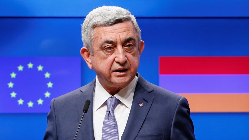 Armenien: Der armenische Präsident Sersch Sargsjsan auf eine Pressekonferenz nach einem Treffen mit EU-Ratspräsident Donald Tusk