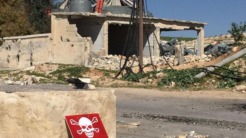 Chemische Waffen: Vorsicht, tödliches Gift: Schild in Chan Scheichun, aufgenommen am 5. April 2017