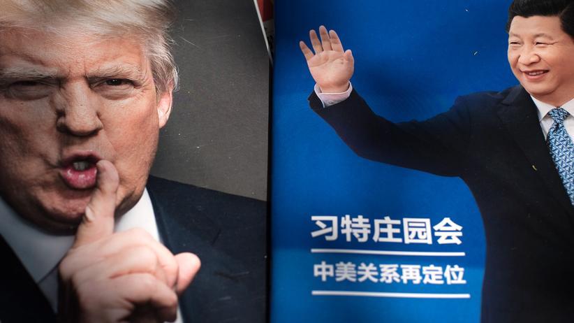 USA und China: Chinesische Magazine mit US-Präsident Donald Trump und Chinas Präsident Xi Jinping auf der Titelseite