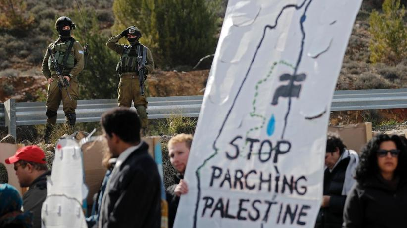 Israel: Israelische Soldaten beobachten im Westjordanland eine Demonstration der Combatants for Peace